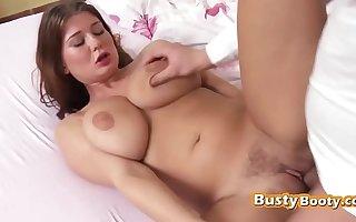 Teen girlfriend pleasing a loaded rod